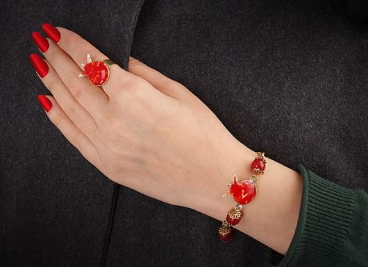 راهنمای انتخاب دستبند زنانه برای انواع مراسم و مهمانی ها